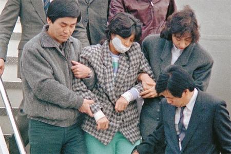 Sát thủ Kim Hyun Hee khi bị bắt (1987) - Ảnh tư liệu