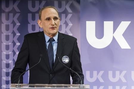 Thị trưởng TP. Gödöllő Gémesi György trong buổi họp báo ra mắt đảng Khởi đầu Mới - Ảnh: Szigetváry Zsolt (MTI)