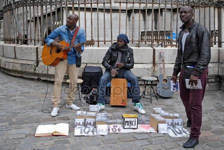Nghệ sĩ đường phố tại Paris - Ảnh: hu.depositphotos.com