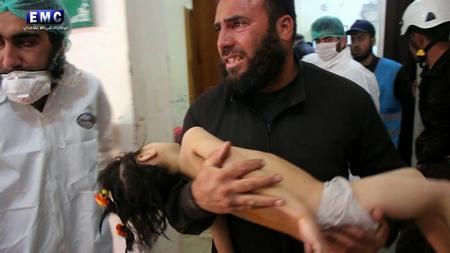 Những nạn nhân mới nhất của vũ khí hóa học tại Syria - Ảnh: Edlib Media Center
