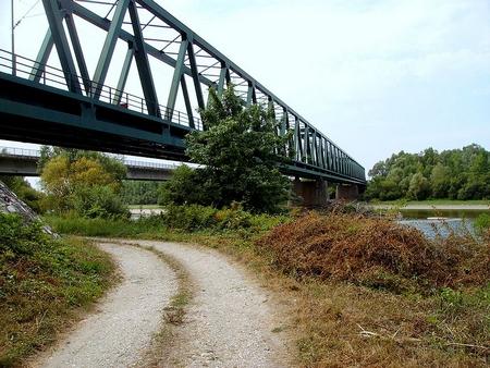 Cầu đường sắt tại cửa khẩu vùng Letenye, biên giới Hungary - Croatia - Ảnh: Internet