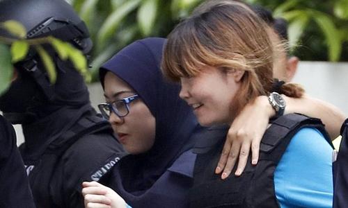 Kết quả hình ảnh cho Đoàn Thị Hương được áp giải rời phiên tòa hôm 13-4-2017