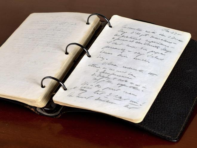 Cuốn nhật ký của JFK - Ảnh: Sarina Carlos (AP)