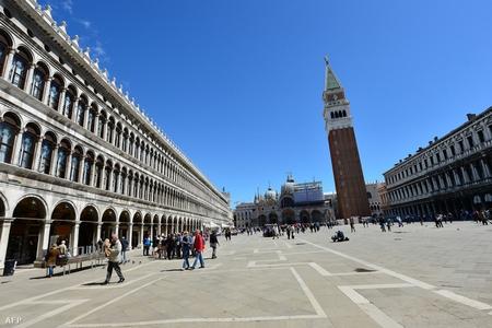 """""""Quảng trường đẹp nhất thế giới"""" mang tên Thánh sử Mác-cô (Piazza San Marco), nơi tọa lạc của tòa vương cung thánh đường San Marco (Basilica Cattedrale Patriarcale di San Marco) và dinh tổng trấn (Palazzo Ducale) - Ảnh: Giusep"""