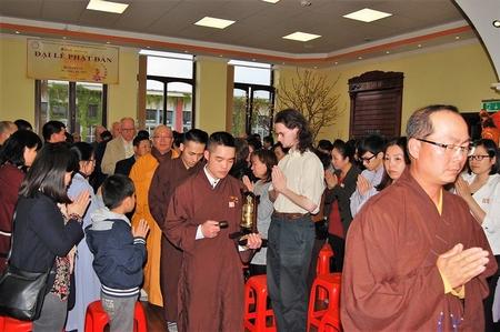 Một cảnh trong buổi lễ - Ảnh: Hội Phật tử Việt Nam tại Hungary