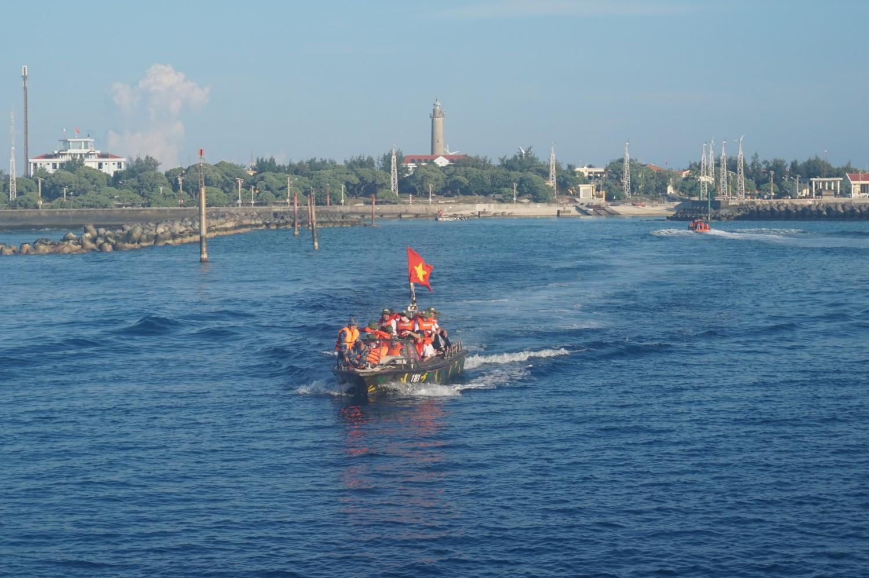 Từ đảo về tàu