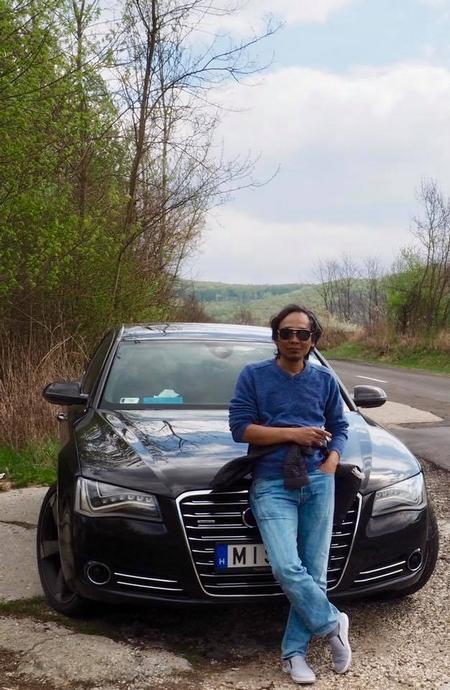 Tác giả trong chuyến đi ba thị trấn thuộc khúc rẽ của sông Danube tại Hungary