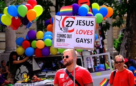 Những cuộc tuần hành của người đồng tính vẫn luôn gặp phải ác cảm của không ít nhóm cư dân - Ảnh: Vajda József