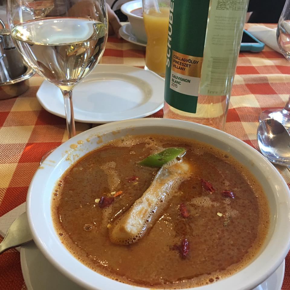Món xúp cá (halászlé) quốc hồn quốc túy của Hungary