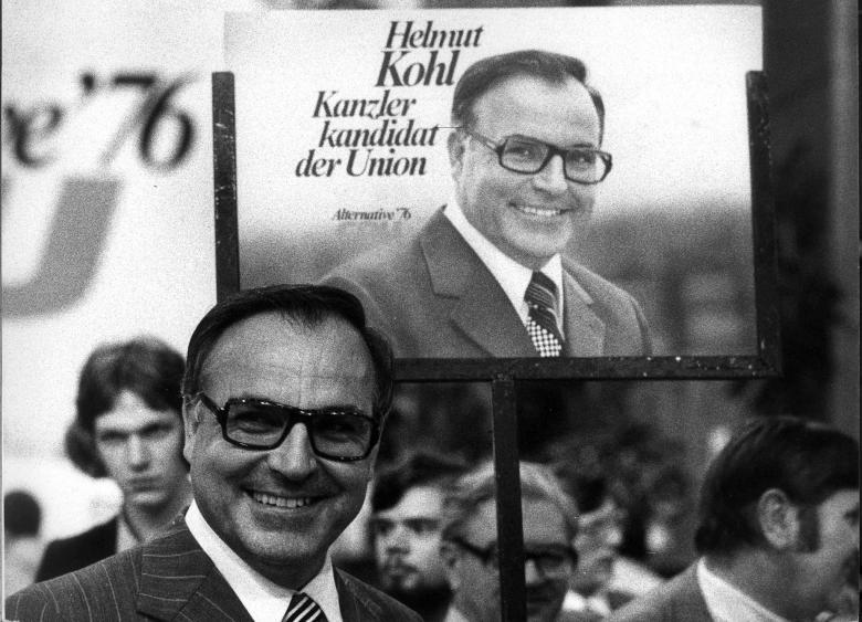 Helmut Kohl trước một áp-phích tranh cử tại Tây Đức, năm 1975 - Ảnh tư liệu