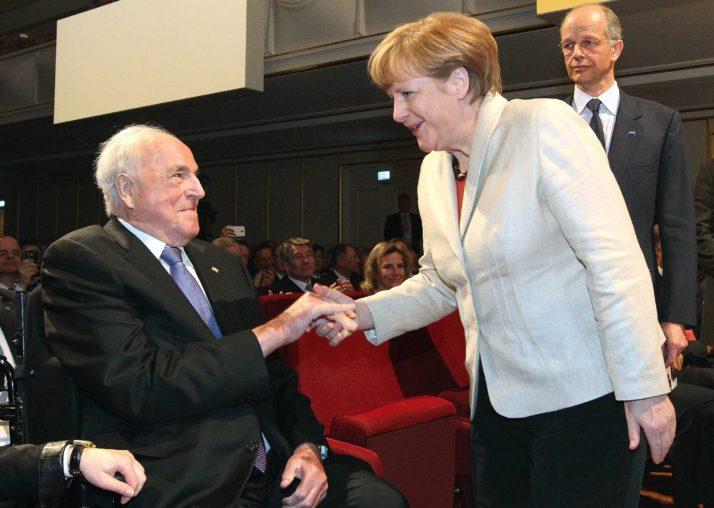 Helmut Kohl và người môn đệ xuất sắc nhất, đương kim thủ tướng CHLB Đức Angela Merkel - Ảnh tư liệu