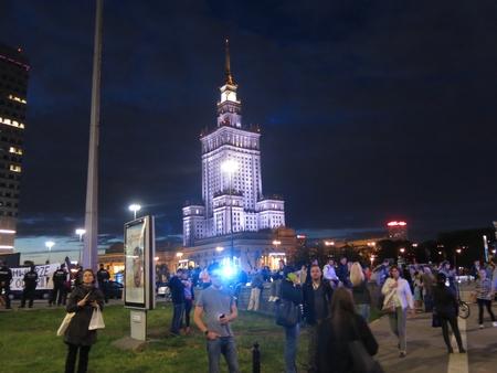 Khu vực gần khách sạn nơi Tổng thống Mỹ và phái đoàn nghỉ đêm, không có đông người chờ đợi