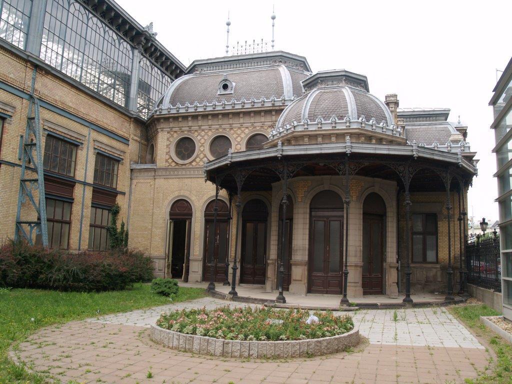 Phòng chờ, nơi có phòng làm việc riêng cho Hoàng đế Franz Joseph, một trong những vị quân vương được coi là có sức làm việc bền bỉ nhất trong lịch sử. Đây cũng là nơi tổ chức nhiều buổi tiệc, lễ lạt sang trọng