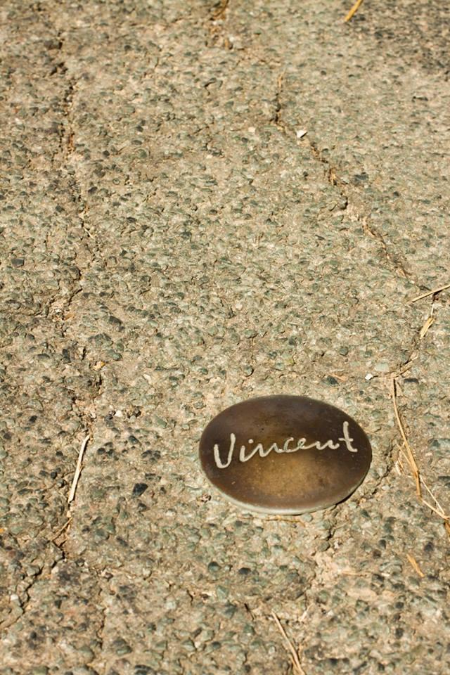 """Thi thoảng trên những con đường mòn rảo bước, ta sẽ bắt gặp những """"dấu chân"""" mang tên ông"""