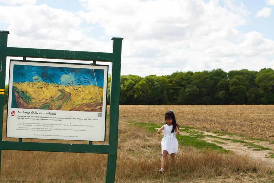 Nơi đây, trước vụ gặt, bức tranh ông vẽ cũng vào những ngày hè tháng 7, để rồi tự vẫn vài ngày sau đó, cũng vào một buổi chiều Chủ nhật