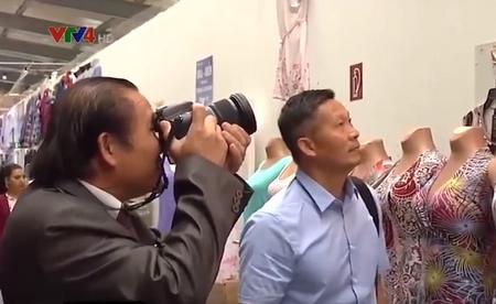 Nhà báo cộng đồng tác nghiệp tại chợ Việt ở Đông Âu - Ảnh chụp màn hình
