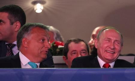 Hai thủ lĩnh hội ngộ tại Budapest sau 7 tháng - Ảnh: index.hu