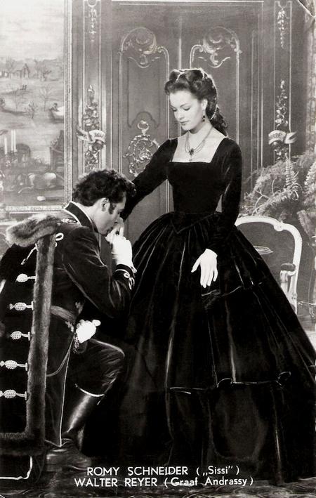 """Bá tước Andrássy Gyula (trái), được coi là """"người tình trong mộng"""" của Hoàng hậu Sisi (cảnh trong phim) - Ảnh tư liệu"""