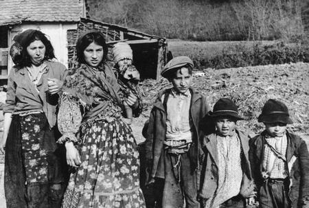 Những nạn nhân người Tzigane của tệ diệt chủng holocaust. Sau hơn 70 năm, nhiều thân nhân của họ lại bị lừa đảo - Ảnh tư liệu