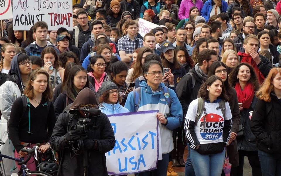 """Sinh viên Mỹ cũng phản đối Tổng thống Trump một cách """"mạnh mẽ"""" - Ảnh: nhà báo Bùi Văn Phú"""