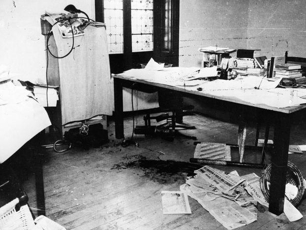 Hiện trường vụ ám sát Trotsky, nơi ông bị sát thủ người Tây Ban Nha Ramón Mercader - đồng thời là mật vụ Liên Xô NKVD (Bộ Dân ủy Nội vụ) - hạ sát bằng chiếc cào tuyết. Về sau, Mercader được trọng thưởng và tấn phong Anh hùng Liên Xô - Ảnh tư liệu