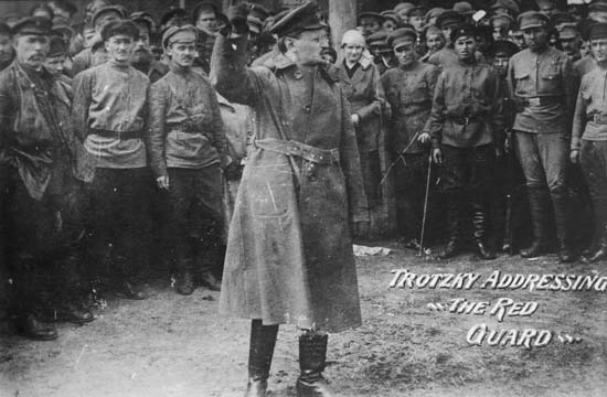Trên cương vị người thành lập và tổ chức Hồng quân - Ảnh tư liệu