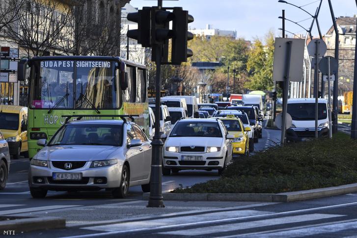 Hội nghị Thượng đỉnh khiến giao thông Budapest bị đình trệ trong vài ngày - Ảnh: Mónus Márton (MTI)