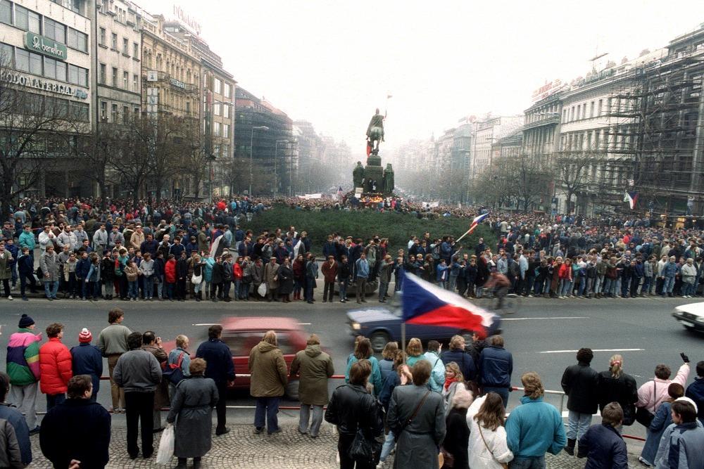 Biểu tình của giới sinh viên tại quảng trường Wenceslas - Ảnh: Lubomir Kotek (AFP)