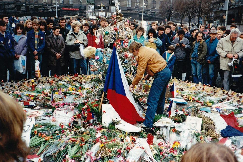 Václav Havel đặt hoa tưởng nhớ những nạn nhân của Mùa xuân Praha - Ảnh tư liệu