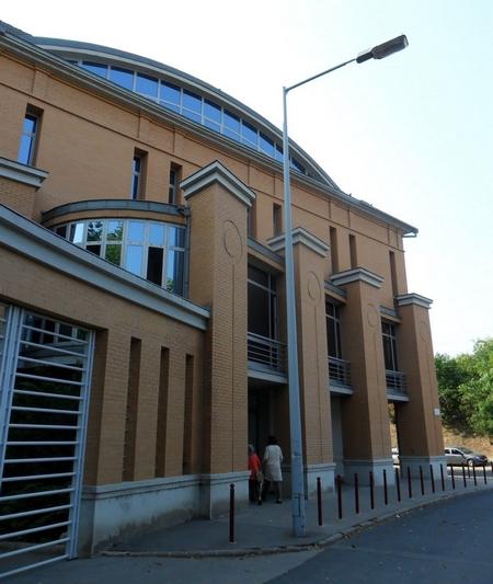 Thánh đường Hồi giáo mới nhất và hiện đại nhất của Giáo hội Hồi giáo tại Hungary tại Quận 11 (Budapest), được khai trương vào mùa hè 2011 - Ảnh: vilagmecsetei.blogspot.hu