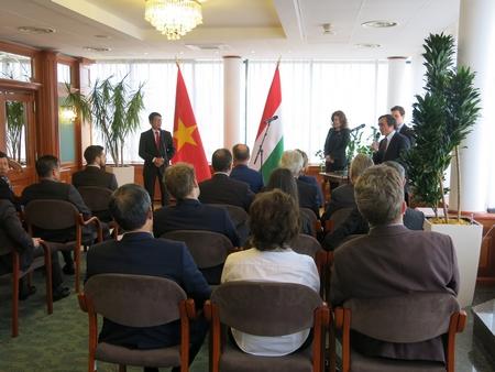 Đại sứ Nguyễn Thanh Tuấn phát biểu trrong buổi lễ
