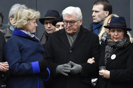 Tổng thống Frank-Walter Steinmeier (giữa) - Ảnh: John Macdougall (AFP)