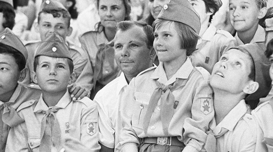 Yuri Gagarin, người đầu tiên bay vào vũ trụ (năm 1961)