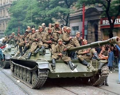 """Năm 1968, Liên Xô đưa quân vào Tiệp Khắc, dập tắt """"Mùa xuân Praha"""""""