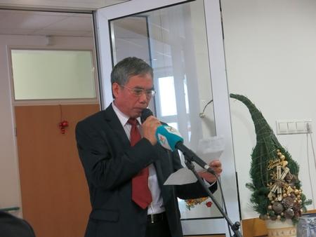 TS. Phùng Kim San thay mặt Hiệp hội đọc lời phát biểu