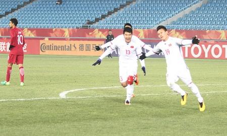 Các chàng trai Việt đã chơi rất hứng khởi - Ảnh: Thường Nhật (vnexpres.net)