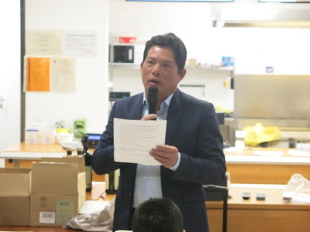 Anh Bùi Thanh Phương đọc báo cáo tổng kết nhiệm kỳ 2013-2017