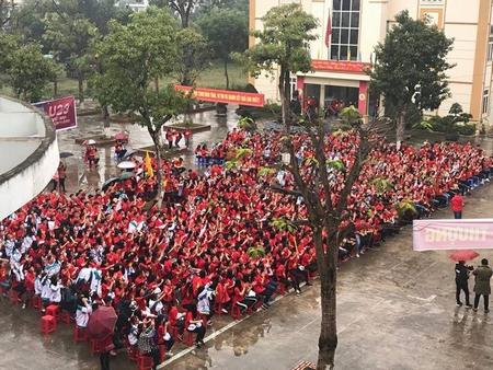 Mong đợi khoảnh khắc lịch sử - Ảnh: Nguyễn Thị Phương