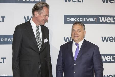 Thủ tướng Orbán Viktor (phải) và Tổng giám đốc tập đoàn truyền thông Đức Axel Springer, ông Mathias Döpfner - Ảnh: Omer Messinger (MTI/EPA)