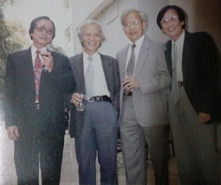GS. Nguyễn Đăng Mạnh (thứ hai từ trái) cùng các đồng nghiệp - Ảnh tư liệu