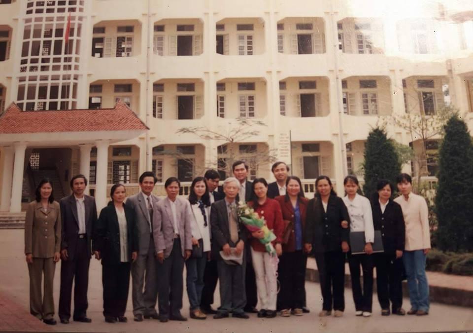 GS. Nguyễn Đăng Mạnh nhân dịp về thăm trường và trò chuyện cùng cùng sinh viên khoa Xã hội, trường Cao đẳng Sư phạm Ninh Bình - Ảnh do nhân vật cung cấp