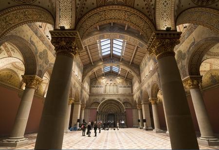 Đại sảnh Román mang dáng dấp một tòa thánh đường
