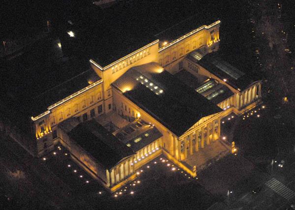Bảo tàng Mỹ thuật được khai trương ngày 1-12-1906 bởi Hoàng đế Franz Joseph của Đế chế Áo - Hung