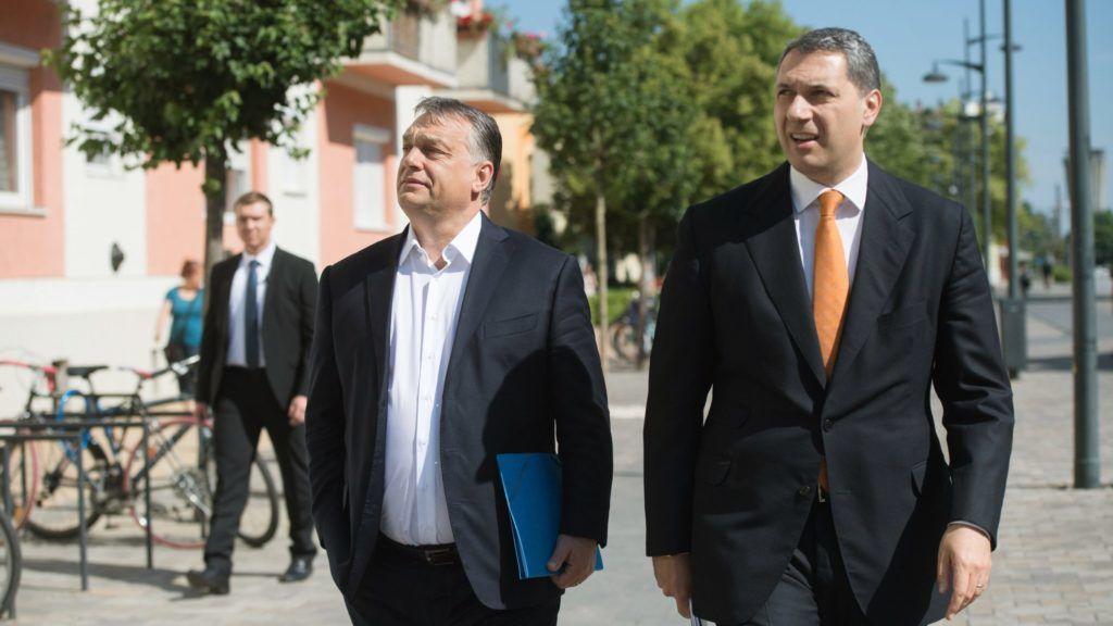 Thủ tướng Orbán Viktor và Bộ trưởng Lázár János tại TP. Hódmezővásárhely tháng 5-2017 - Ảnh: Koszticsák Szilárd (MTI)
