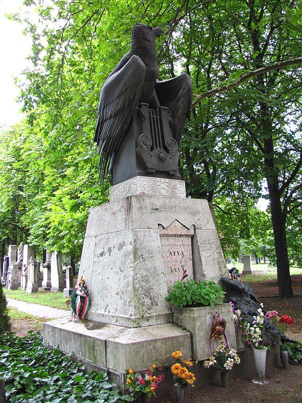 Mộ phần của gia đình Petőfi và bà Szendrey Júlia tại Budapesten, nghĩa trang Kerepesi