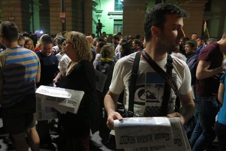 """Phát số báo """"Dân tộc Hungary"""" do các ký giả của tờ báo bị đóng cửa tự ấn hành"""