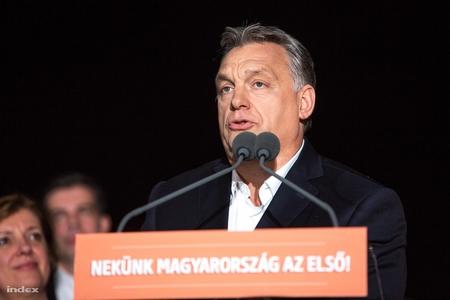 Thủ tướng Orbán Viktor phát biểu mừng chiến thắng của phe cầm quyền. Budapest, đêm 8-4-2018 - Ảnh: Németh Sz. Péter (index.hu)