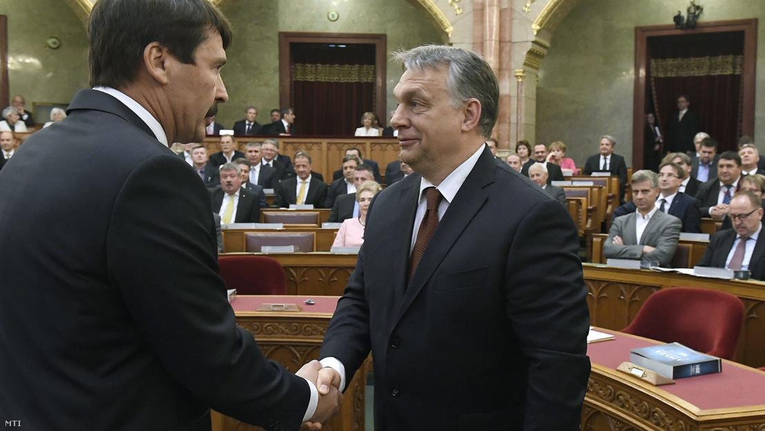 Thủ tướng Orbán Viktor (phải) và Tổng thống Áder János - Ảnh: Kovács Tamás (MTI)