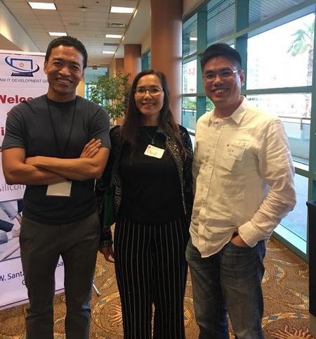 Tác giả (giữa) cùng các bạn trẻ ở một hội thảo công nghệ tại Silicon Valley - Ảnh do nhân vật cung cấp