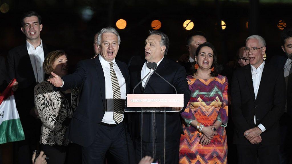 Liên minh cánh hữu chiến thắng vang dội và giành được 133 trên tổng số 199 ghế trong Quốc hội Hungary - Ảnh: 24.hu